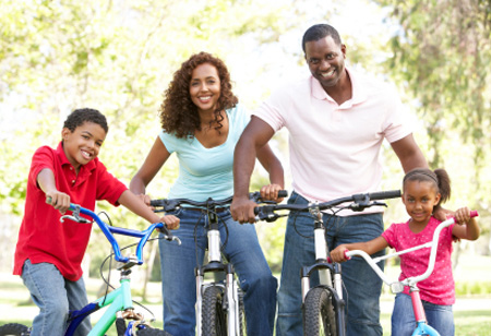 family-on-bikes-in-park